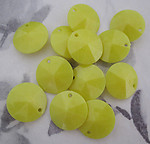 30 pcs. faceted yellow round plastic drop beads 15mm - f4258