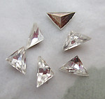 18 pcs. MCC machine cut crystal clear foiled triangular pointed back rhinestones 7x6mm - d142