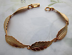 gold tone leaf link bracelet 9mm wide 8 3/4