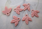 18 pcs. pink plastic triple leaf charms 15x11mm - f4900