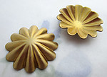 6 pcs. raw brass domed ridged flower stampings 21mm - f6465