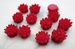 36 pcs. red plastic flower flat back cabochons 7mm - f6574