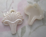 4 pcs. pearly plastic flower basket with grasses charm 36x31mm - r170