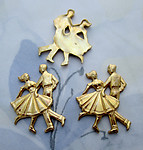 8 pcs. gold tone plated dancing couple cabochons 23x17mm - s1004