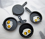 12 pcs. plastic fried eggs in frying pan charms 31x19mm - s16