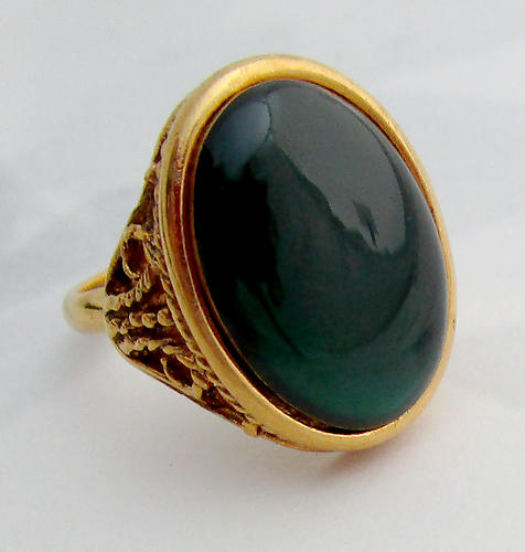 adjustable gold tone filigree ring w green cabochon - j6553