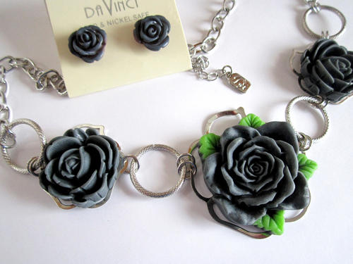 DaVinci signed dark grey gray resin flower adjustable necklace w stud earrings set