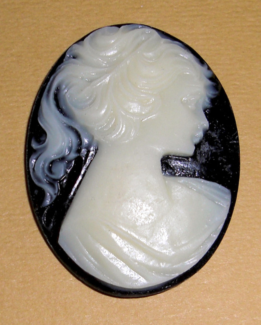 2pcs. resin cream on black cameo flat out back cabochon 40x30mm