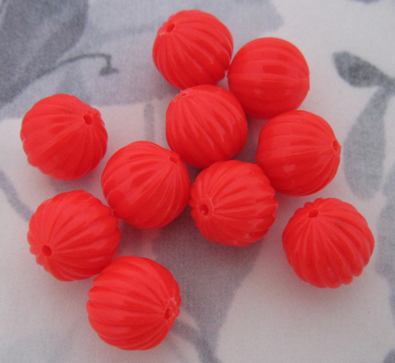 12 pcs. fluted ridged coral plastic beads 10mm - f2948