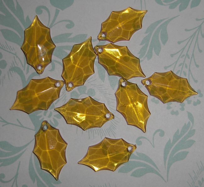 30 pcs. topaz plastic holly leaf charms 21x12mm - f2010