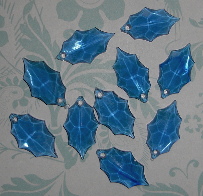 10 pcs. blue plastic holly leaf charms 21x12mm - f2011