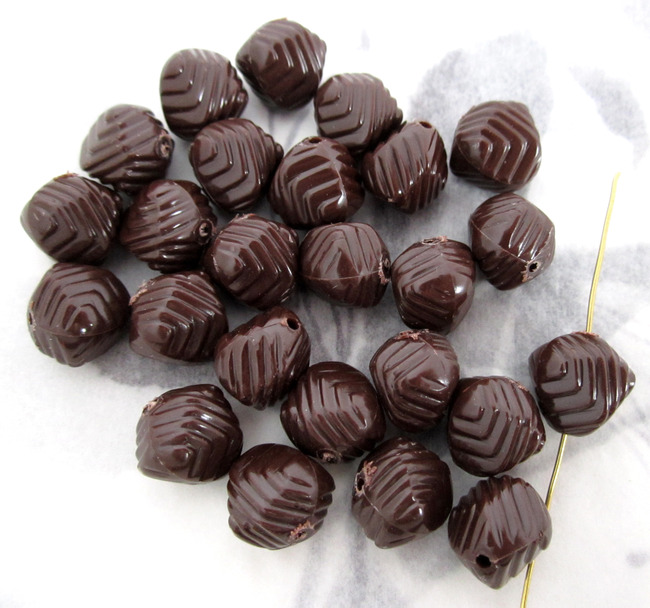 25 pcs. brown plastic wavy ridged beads 10mm - f4361