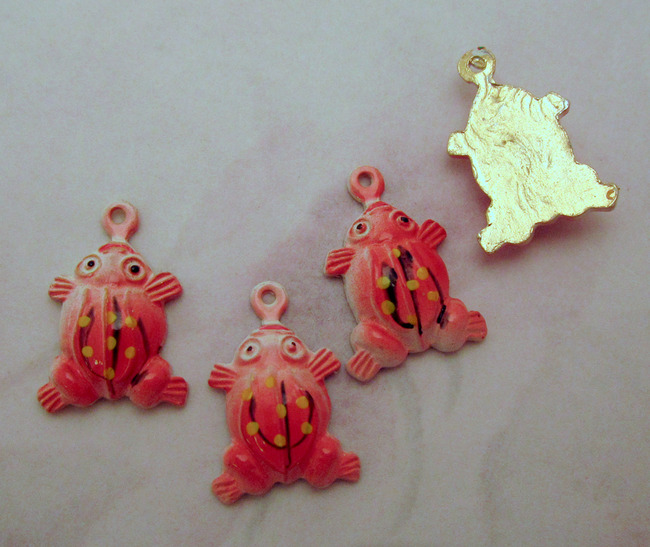 12 pcs. red cold enamel aluminum frog charms 15x11mm - f2606