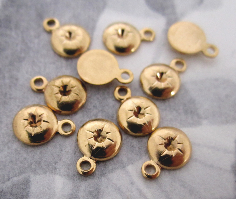 30 pcs. casted gold tone charms w 1.5mm rhinestone settings and starburst 6mm - f3398