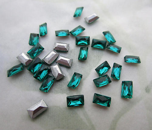 90 pcs. glass TTC table tin cut emerald green foiled cushion rectangular baguette rhinestones 5x3mm - d138