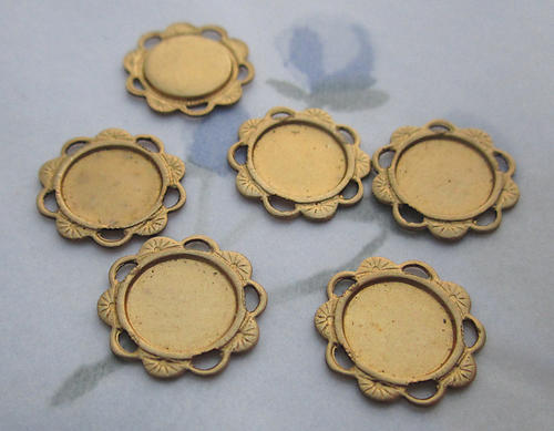 18 pcs. raw brass 9mm flat back cabochon settings w flower edge and 5 loops 14mm - d28