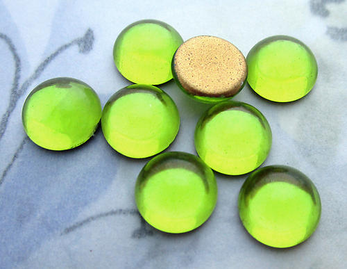 24 pcs. glass foiled peridot green cabochons 9mm - d305