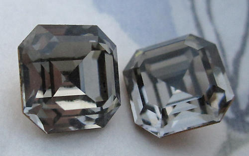 4 pcs. D S & Co. art 4871 black diamond gray Octagon foiled rhinestones 10mm - d59