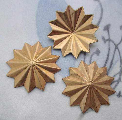 9 pcs. raw brass starburst stampings 19mm - d74