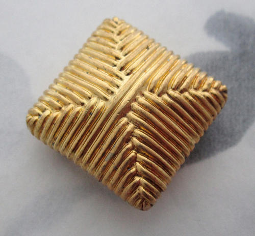 2 pcs. raw brass cushion 4 strand criss cross focal stamping bead 20x20x9mm - f5392