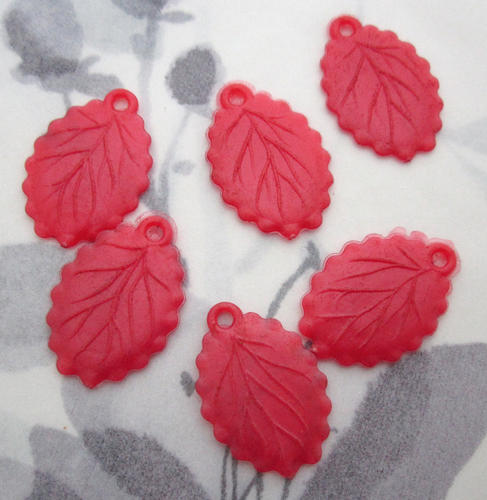 6 pcs. red rubber leaf charms 22x17mm - f5530
