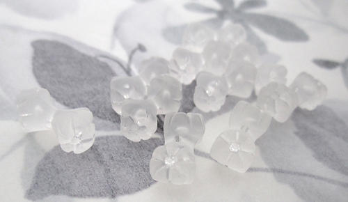 10 pcs. frosted lucite flower tipped barbell beads 16x8mm - f5590