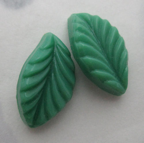 6 pcs. glass green leaf curved back stones 14x8mm - f6110