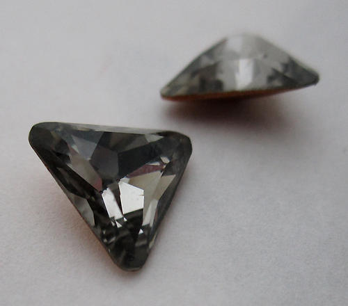 2 pcs. DS & co art 4722 special MCC machine cut crystal triangle black diamond gray foiled rhinestones 8mm - f6115