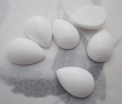 18 pcs. white plastic tear pear flat back cabochons 16x11mm - f6179
