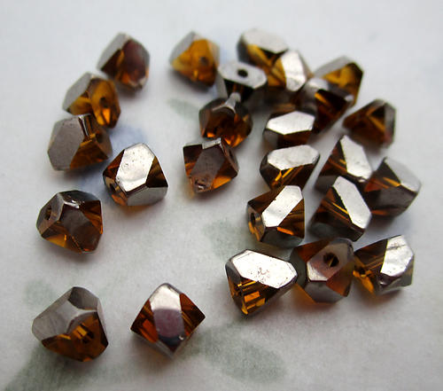 50 pcs. glass topaz w silver plate angle v cut square beads 4mm - f6502