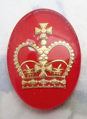 glass red w gold reverse painted intaglio royal king's crown cabochon 25x18mm - f6563
