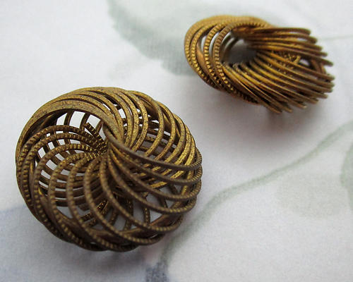 6 pcs. raw brass textured wire spiral findings 22x10mm - f6672