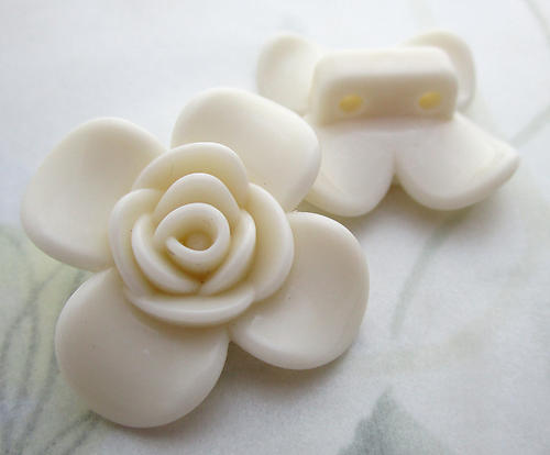 6 pcs. off white plastic 2 hole flower spacer beads 30mm - f6762