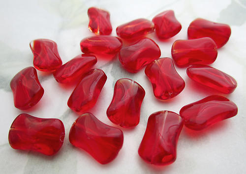 18 pcs. glass red cinched rectangle beads 14x8x5mm - f6800