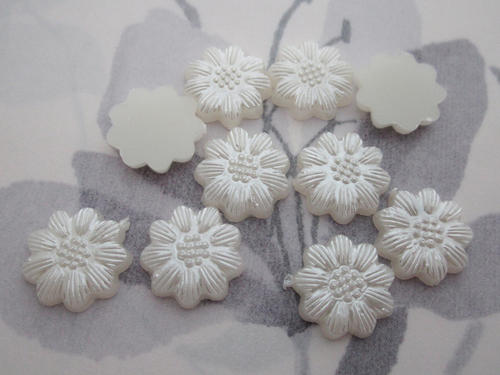 30 pcs. plastic pearl flower flat back cabochons 13mm - r307