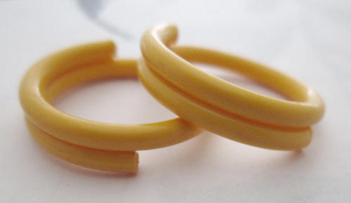 2 pcs. yellow celluloid coil links jump rings 20mm - r322