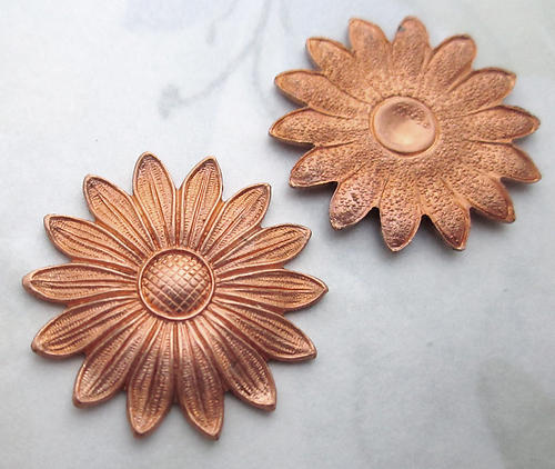 6 pcs. raw brass daisy flower stampings 25mm - r422