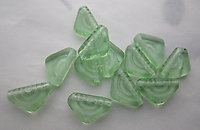 18 pcs. Czech glass peridot green triangle w embossed concentric circle beads 12x7x3mm - s199