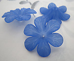 9 pcs. blue frosted acrylic flower beads 33mm - r300