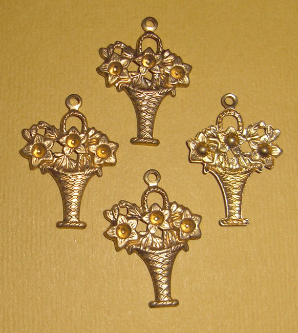 12 pcs. Raw brass floral bouquet charms stampings- f1475