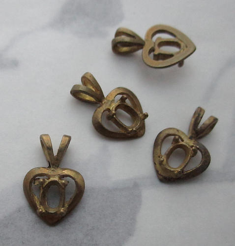 12 pcs. raw brass small heart pendants w 5x3mm pronged oval rhinestone setting 14x9mm - f3701