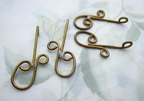 10 pcs. raw brass curlicue wire pendant earring drops charms R&L right and left 45x21mm - f6716