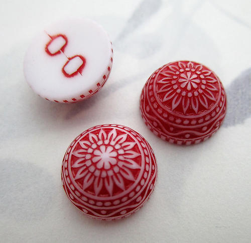8 pcs. plastic red and white ornate intaglio dome cabochons 14mm - f7127