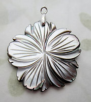 hand carved gray MOP mother of pearl shell flower pendant charm 29mm - d522