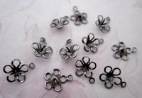 36 pcs. gunmetal plated flower charms 8mm - f4812