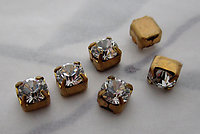 18 pcs. Swarovski MCC machine cut crystal rhinestones in raw brass settings ss17 - s358